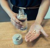 Çok Bölmeli Kabartma yazılı İlaç Ve Su Şişesi-3