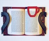 OkurGezer Kitap Kılıfı - Şal Desenli Kırmızı Ahşap Saplı-4