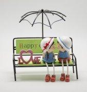Şemsiye Altında Bankta Oturan Sevgili Biblo
