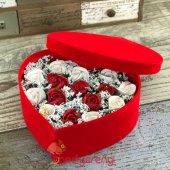 Kalpli Kadife Kutulu Kokulu Kırmızı Beyaz Taş Güller Aranjmanı