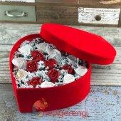 Kalpli Kadife Kutulu Kokulu Kırmızı Beyaz Taş Güller Aranjmanı-3