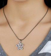 Yıldız Figürlü Beyaz Taş Detaylı Zincir Bayan Kolye