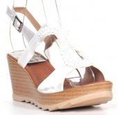 Beyaz Renkli Lastik Kemerli Rahat Taban Jurdan Taban Bayan Sandal-2