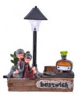 Işıklı Sokak Lambası Altında Oturan Sevimli Çift Temalı Biblo-2