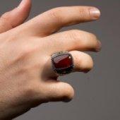 Kırmızı Akik Doğal Taşlı Tuğra Süslemeli Gümüş Erkek Yüzük-2