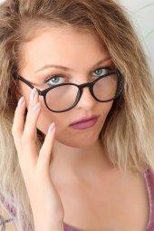 Siyah Renk Oval Çerçeveli Mat İmaj Gözlüğü