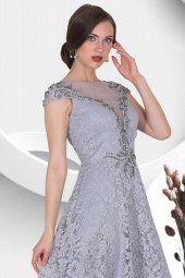 Yakası Tül Detaylı Üstü Dantelli Uzun Abiye Elbise-2