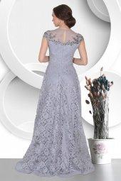 Yakası Tül Detaylı Üstü Dantelli Uzun Abiye Elbise-4