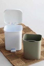 Örgü desenli Beyaz rengi plastik pedallı çöp kovası 8 LT-3