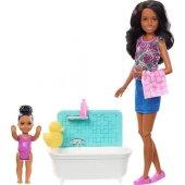 Barbie Bebek Bakıcılığı Küvetli Esmer Barbie Fxh06...