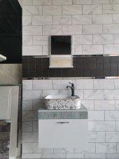 Banyo Dolabı Etajerli Ayna 43x43 Desenli Lavabo Siyah Altın Batarya