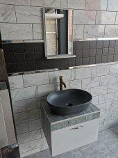 Banyo Dolabı Etajerli Ayna Seramiksan Gri Lavabo Altın Bronz Batarya
