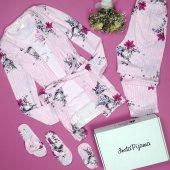Pembe Çiçek Desenli Sabahlıklı Pijama Takımı