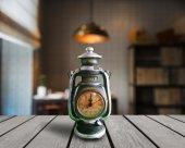 Dekoratif Nostaljik Gaz Lambası Şeklinde Büyük Boy Masa Saati