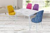 Beyaz Bir Masası Renkli Dört Sandalyesiyle Regula