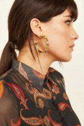 Kadın Gold Yuvarlak Şekilli Metalik yüzeyli Küpe-3