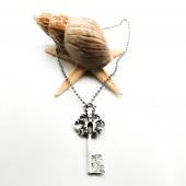 Anahtar Figürlü Gümüş Renk Top Zincirli Kolye