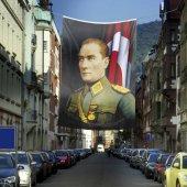 üniformalı Gazi Mustafa Kemal Atatürk Poster Cephe Bayrak 400x6