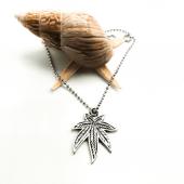 Yaprak Figürlü Gümüş Renk Top Zincirli Kolye