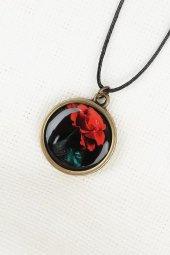 Kırmızı Gül Desenli Eskitme Metal Siyah Renk Deri İpli Bayan Koly