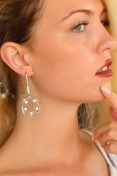 Silver Renk Yuvarlaklı Beyaz Taşlı Bayan Küpe