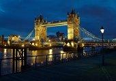 057 Londra Köprü Gece
