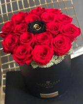 Kutuda Kırmızı Siyah&gold Solmayan Güller