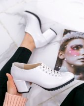 Karina Beyaz Rugan Topuklu Ayakkabı