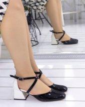 Persis Siyah Rugan Beyaz Topuklu Ayakkabı