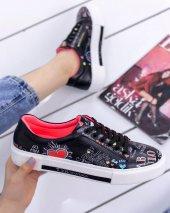 Marci Siyah Cilt  Kalp Detaylı Spor Ayakkabı