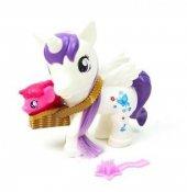 Pony Sepette Yavrusunu Taşıyor Beyaz 87214
