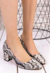 Lehisa Gri Cilt Yılan Detaylı Topuklu Ayakkabı