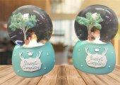 Ağacın Altında Duran Gelin Kız Temalı Işıklı Müzikli Cam Kar Küresi
