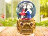 Romantik Öpüşen Sevgili Temalı Işıklı Müzikli Cam Kar Küresi