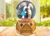 Romantik Sevgili Temalı Işıklı Müzikli Cam Kar Küresi