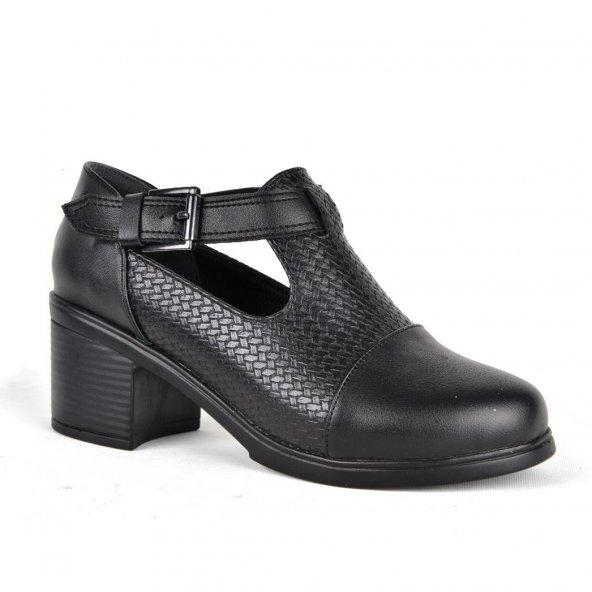 Kaplan Kemerli Kapalı Bayan Günlük Ayakkabı