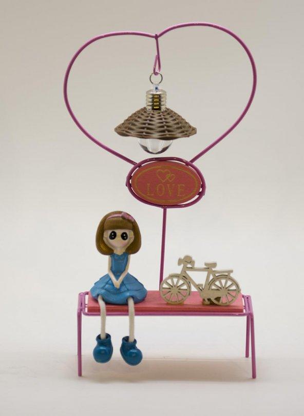 Love Yazılı Bankta Oturan Kız Biblo - Işıklı Mavi