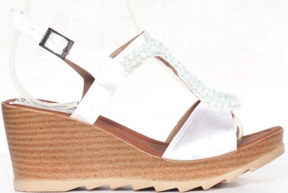 Beyaz Renkli Lastik Kemerli Rahat Taban Jurdan Taban Bayan Sandal