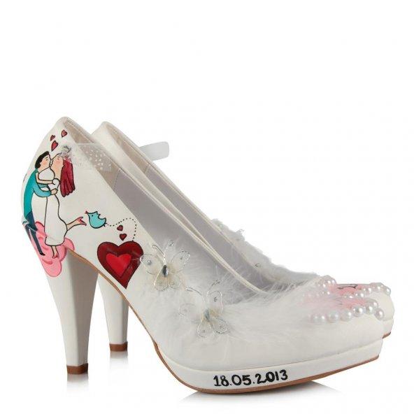 Gelinlik Ayakkabı Öpüşen Gelin Damat Kelebekli Tasarım