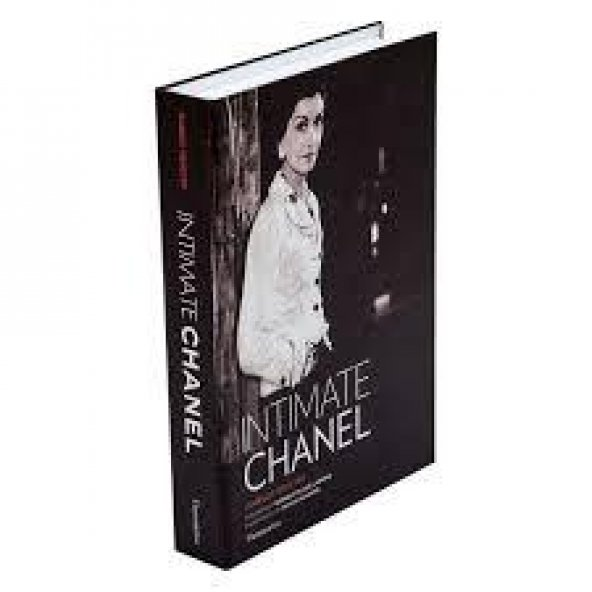 Intimate Chanel Kitap