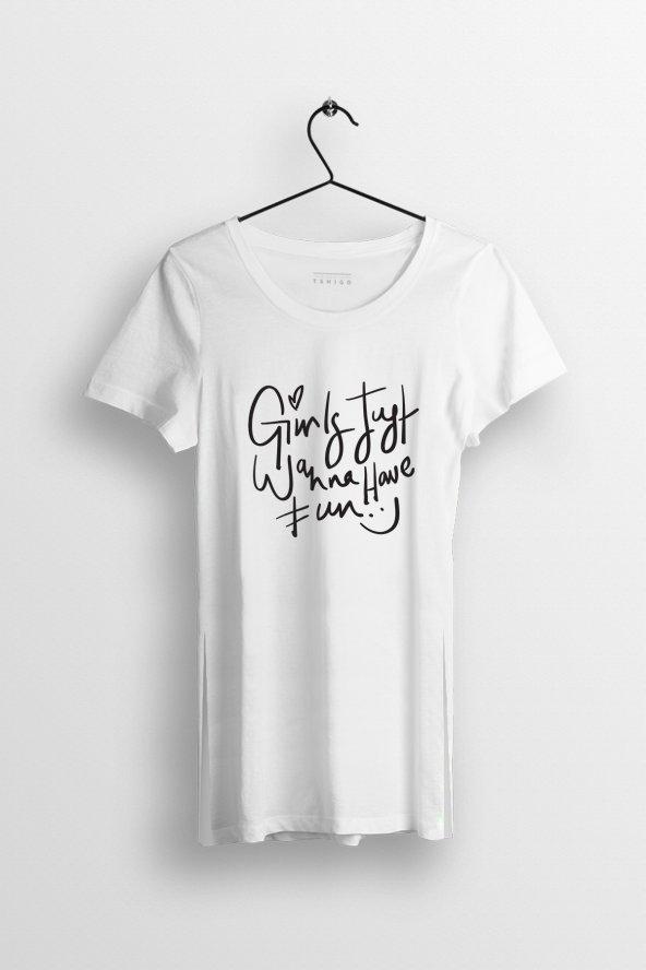 Girls Just Need Fun Baskılı Yırtmaçlı Oversize Kadın Tshirt
