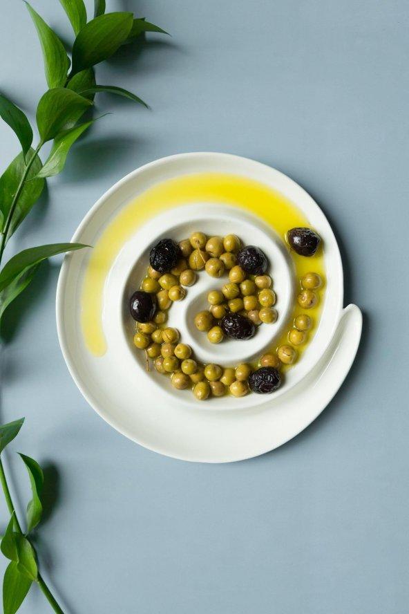 Beyaz seramik spiral zeytinlik çerezlik sunum tabağı