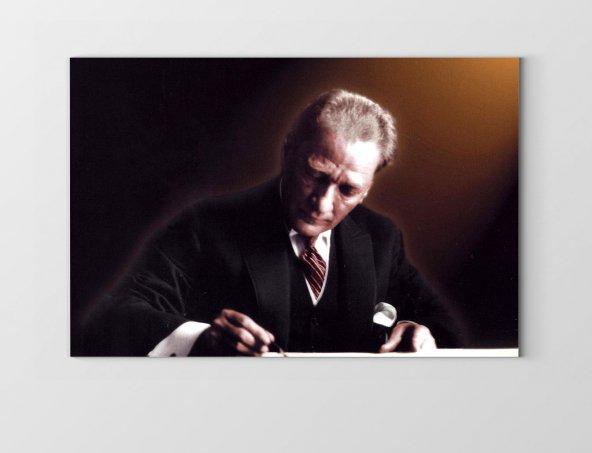 Atatürk Yazı Yazarken Tablosu