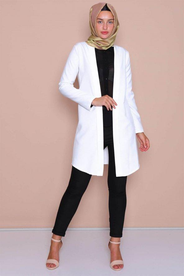 Pervazlı Uzun Beyaz Ceket