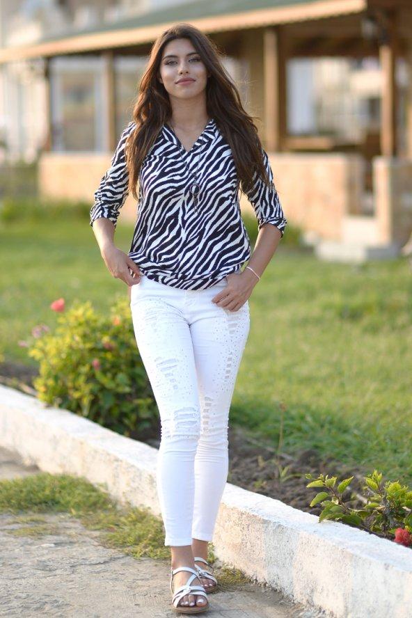 Siyah Beyaz Döküm Bluz - Kolyeli