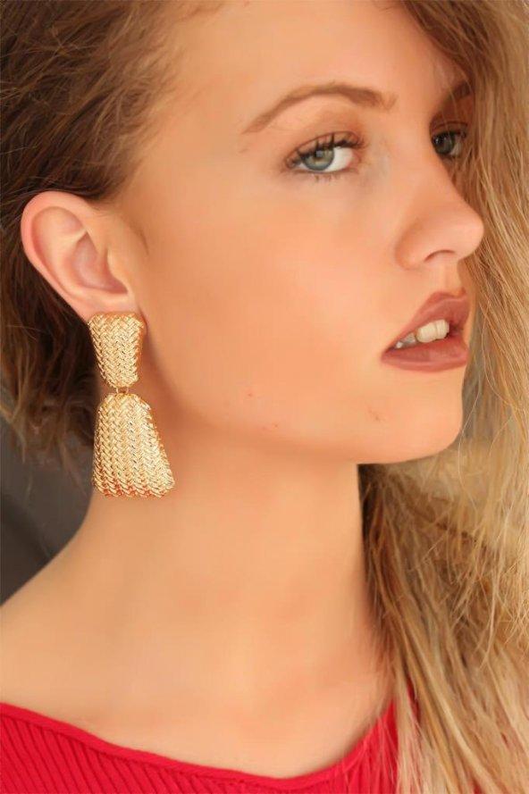 Gold Metal Kabartmalı Bayan Küpe