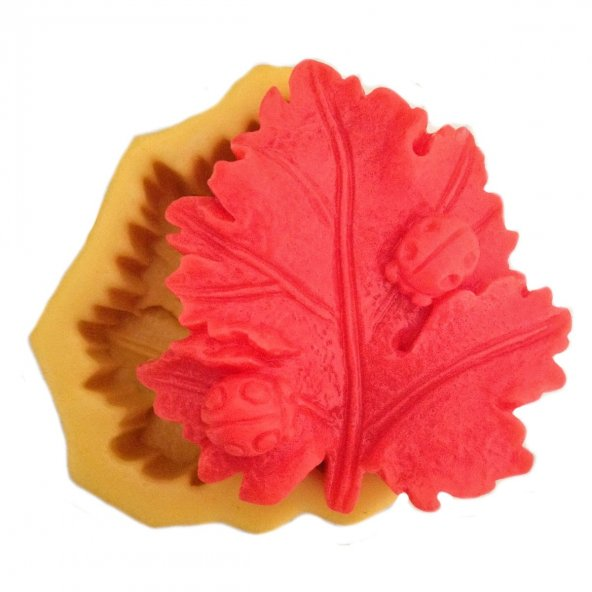 Yaprak Üzerinde Uğur Böceği Şeklinde Silikon Pasta ve Seker Hamuru Kalibi