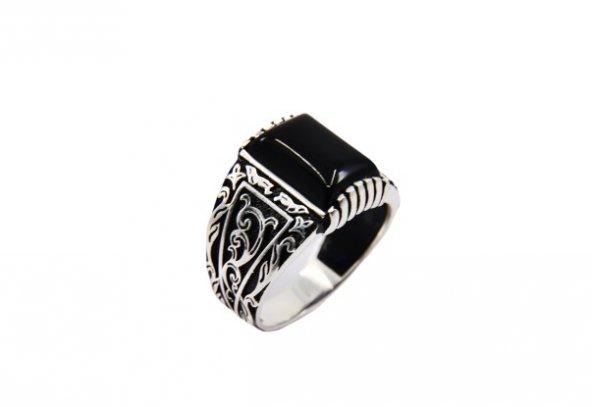 Siyah Oniks Taşlı Muhteşem El Yapımı Motifli Gümüş Erkek Yüzük