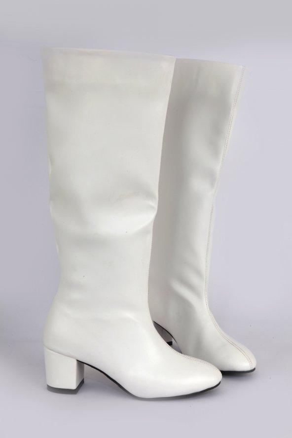 Mat Deri Kısa Topuk Yuvarlak Burun Diz Altı Çizme Beyaz