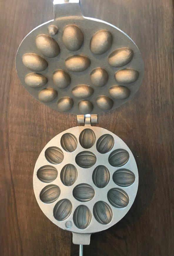 Ceviz Dökme 16 Bölmeli Kurabiye Kalıbı (Metal Pasta Kazıyıcı 10 cm Hediyeli)
